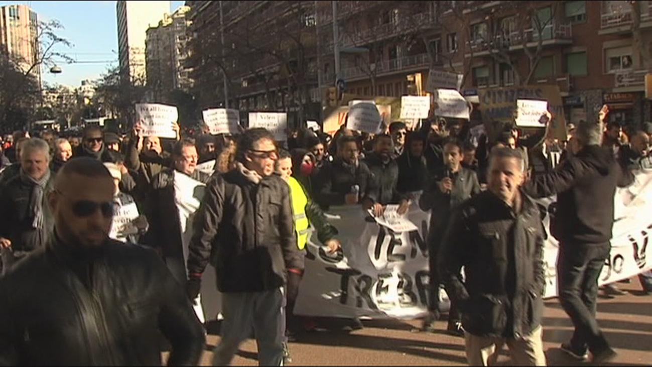 Los VTC salen a la calle en Barcelona tras el anuncio del despido de 3.000 conductores