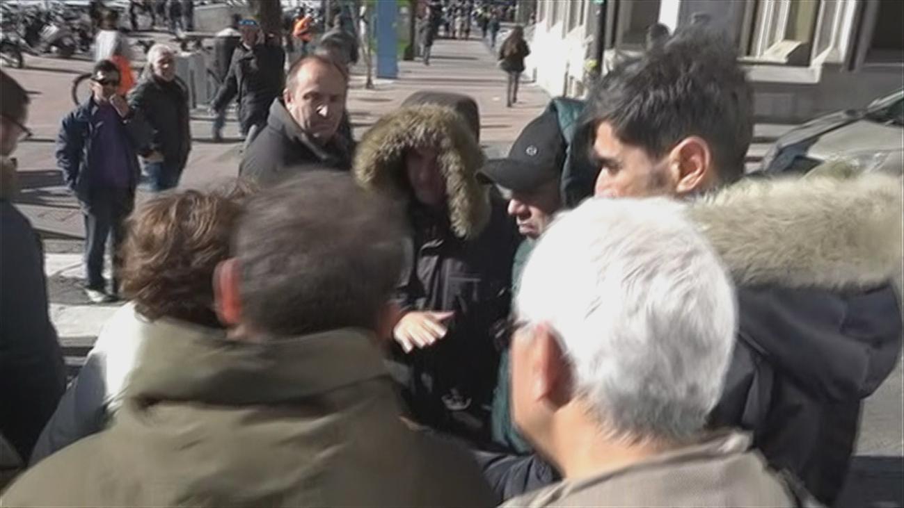 Una madrileña de 75 años le canta 'las cuarenta' a los taxistas