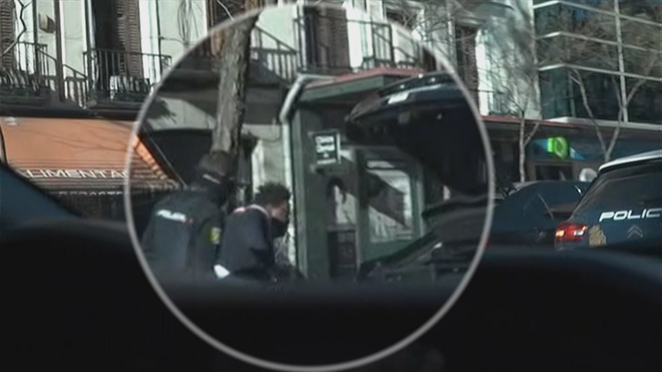 La policía registra coches VTC en busca de palos o sprays paralizantes