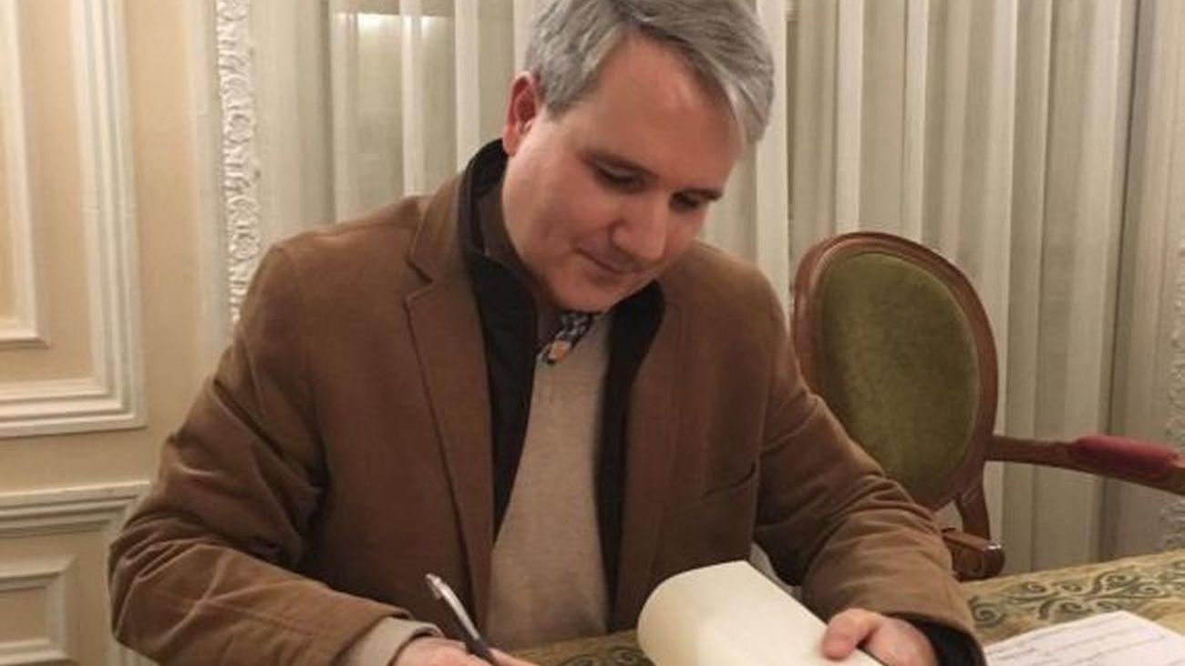 """Antonio Daganzo presenta su libro """"Los corazones recios"""""""