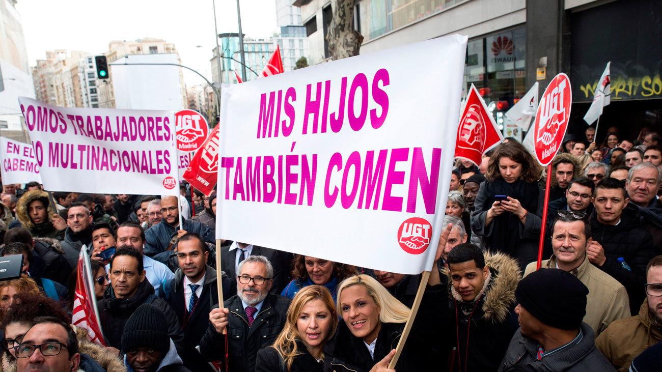Unos mil conductores de VTC protestan frente a las sedes de Podemos y del PSOE
