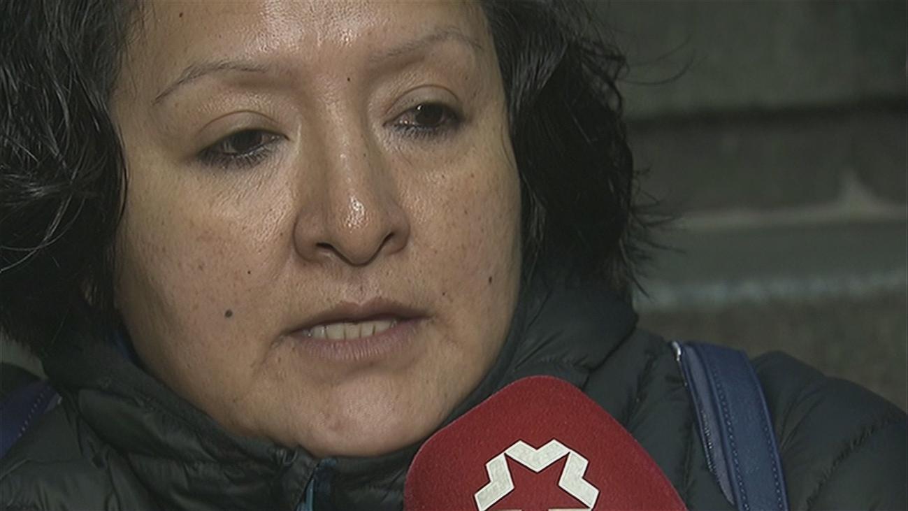 Arruinada y en la calle tras pagar 5.000 euros por el entierro de su hijo asesinado