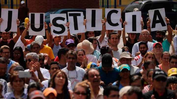 El régimen de Maduro detiene en Caracas a tres periodistas de la Agencia EFE