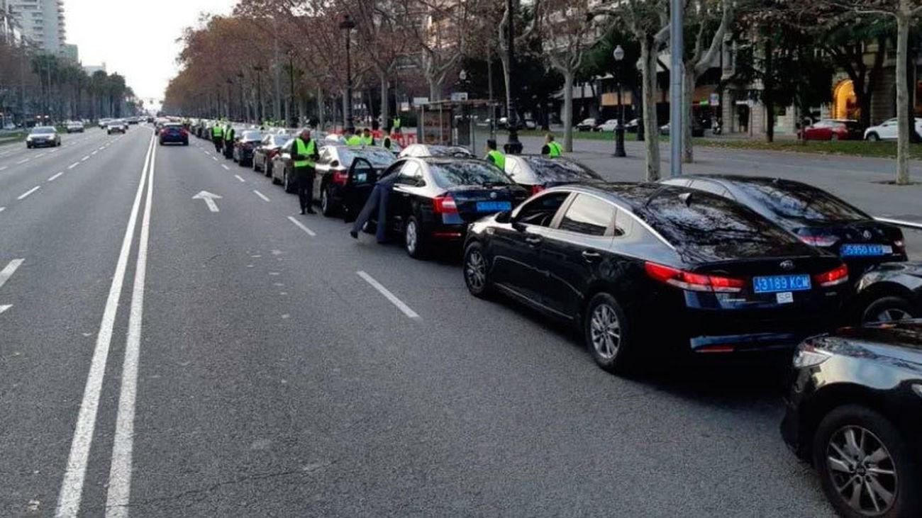Uber y Cabify se van de Barcelona tras la estricta regulación de la Generalitat a favor de los taxistas