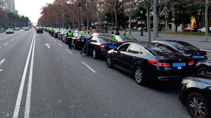 Suspenden cautelarmente la precontratación de los VTC en Barcelona