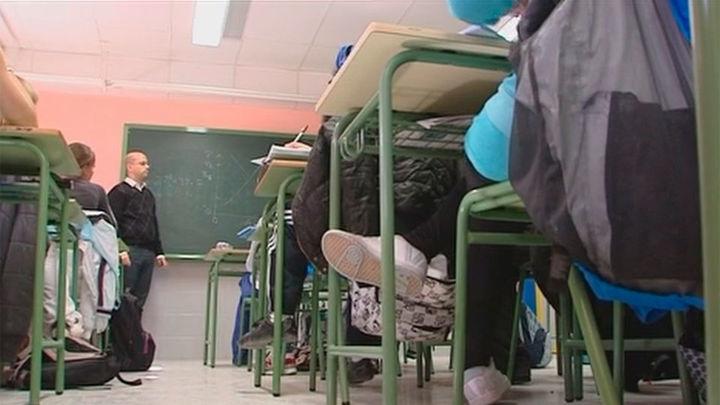 Madrid amplía la oferta y convocará este año 3.500 plazas de maestros