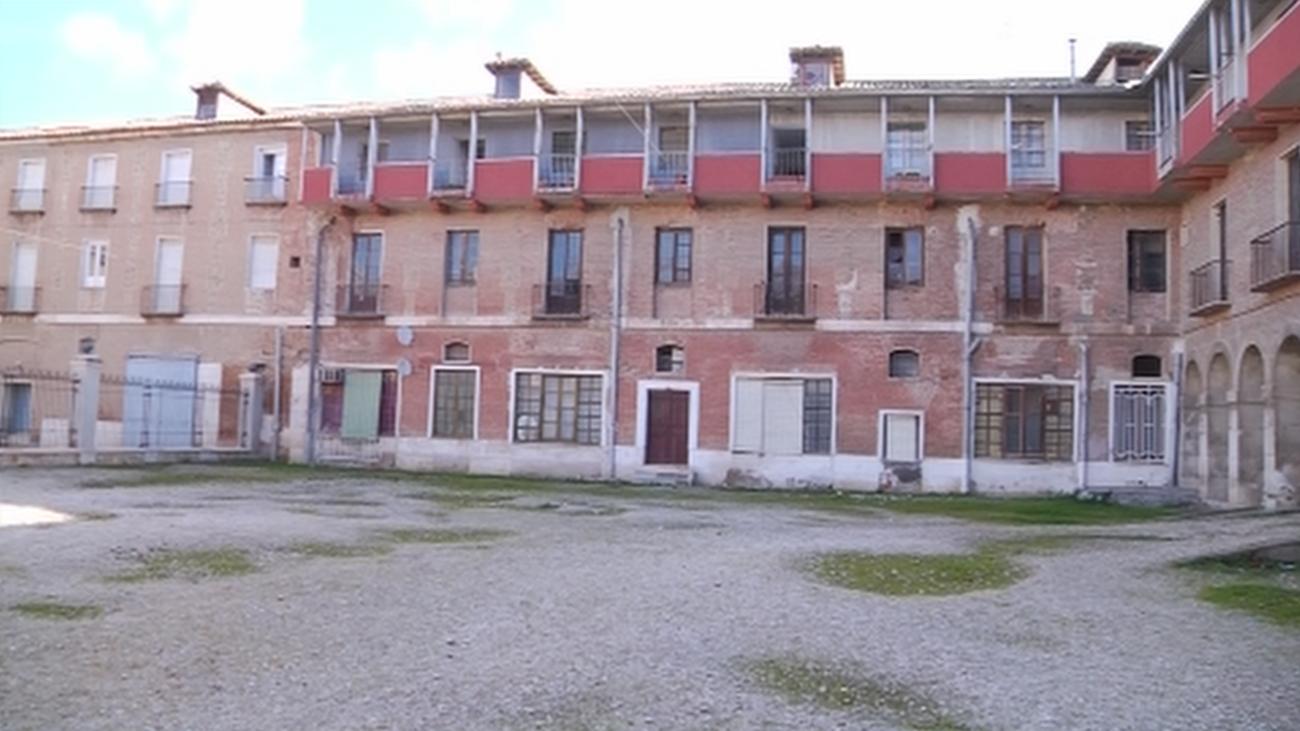 Desalojo y tapiado de una corrala de viviendas en Aranjuez