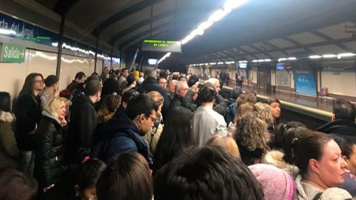 Una avería en la línea 6 de Metro provoca retrasos y satura los andenes