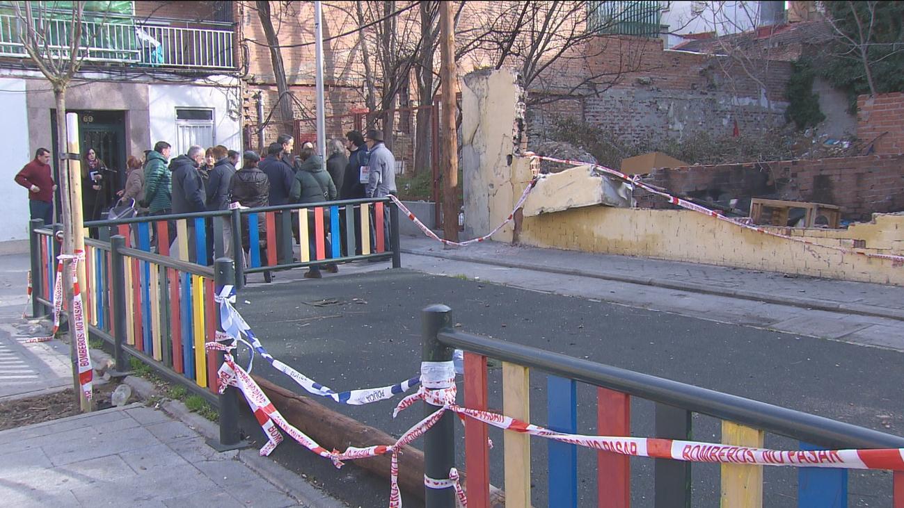 Vecinos de Vallecas denuncian la falta de inversión tras incendiarse un solar