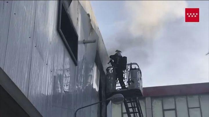 Arde una pastelería  industrial de San Sebastián de los Reyes