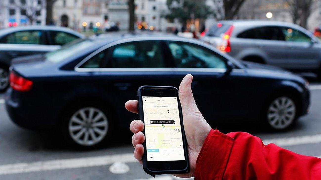 Las descargas de Uber y Cabify se triplican durante la huelga del taxi