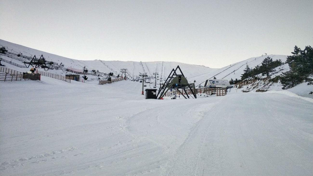 Valdesquí y Navacerrada inician la temporada de nieve esquiable