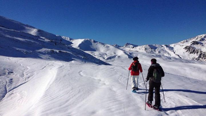 La mejor ruta con raquetas de nieve por la Sierra madrileña