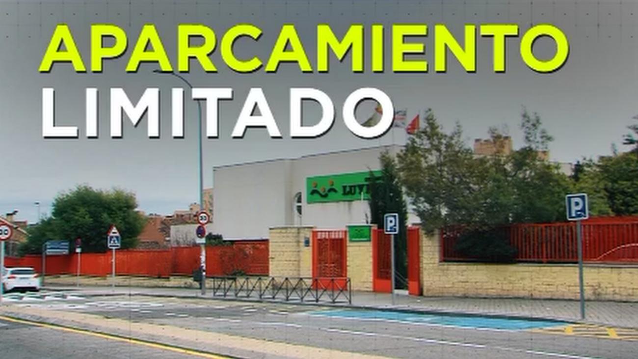 Polémico aparcamiento frente a un colegio en Rivas