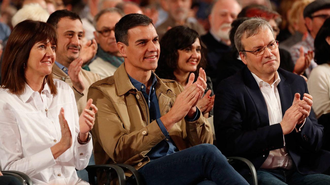 """Sánchez acusa  a PP y Cs de representar """"la España en blanco y negro"""""""