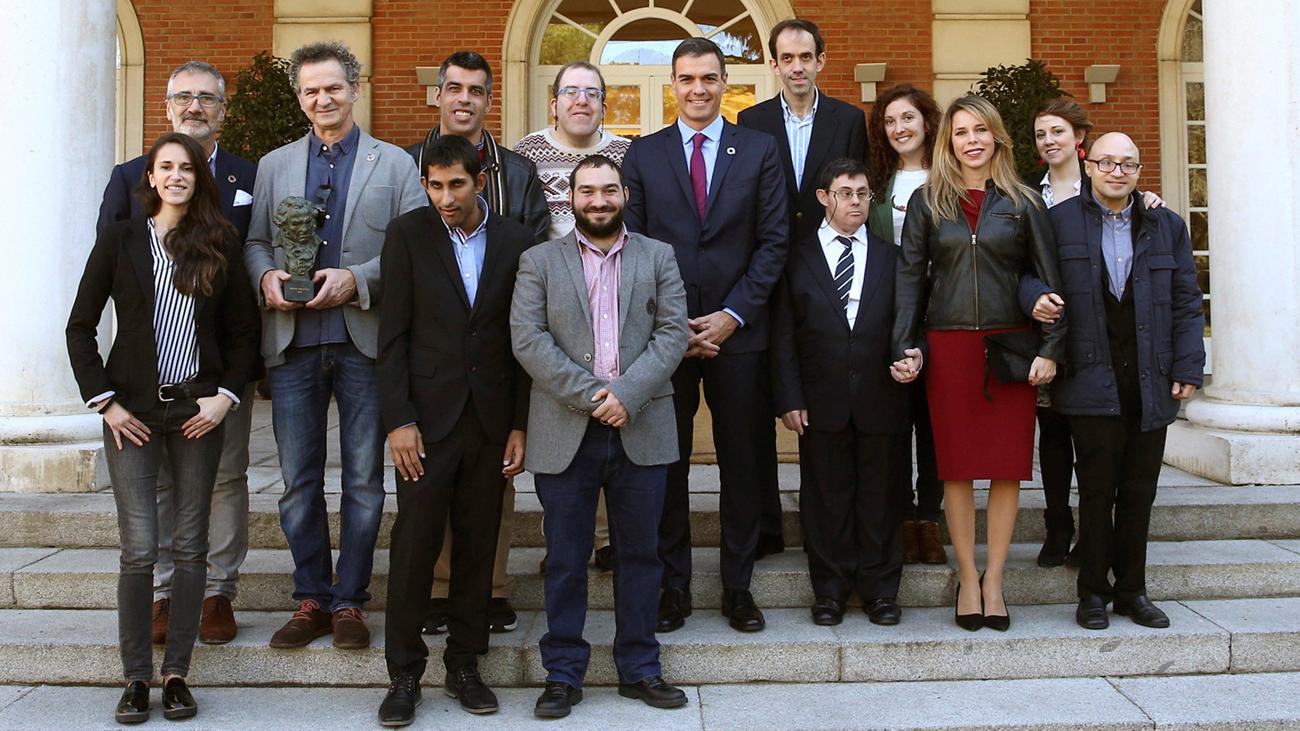 Sánchez recibe a los protagonistas y al equipo de 'Campeones' en La Moncloa