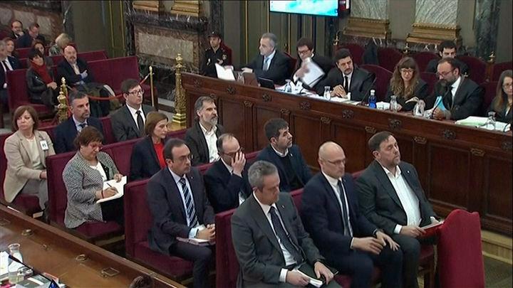 """El Gobierno pide el acatamiento de la sentencia del 'procés' y los condenados llaman a """"persistir"""""""