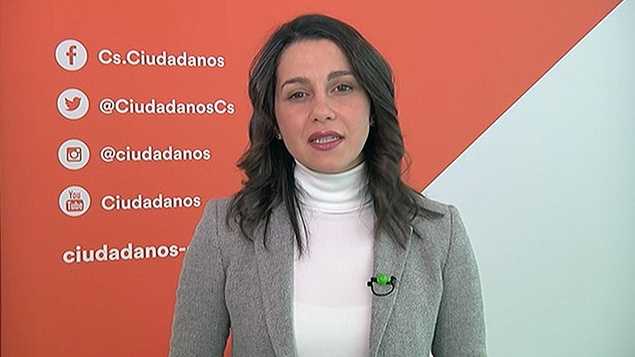 """Arrimadas: """"Es una anomalía que el presidente del Gobierno considere fascista llevar la bandera de España"""""""