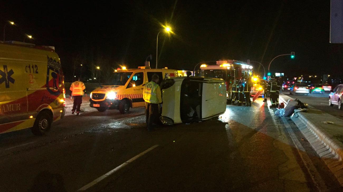 Herido grave un hombre de 38 años al volcar su vehículo en Avda de Andalucía