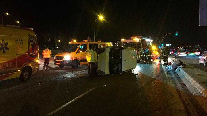 Herido grave un hombre al volcar su vehículo en la Avda de Andalucía
