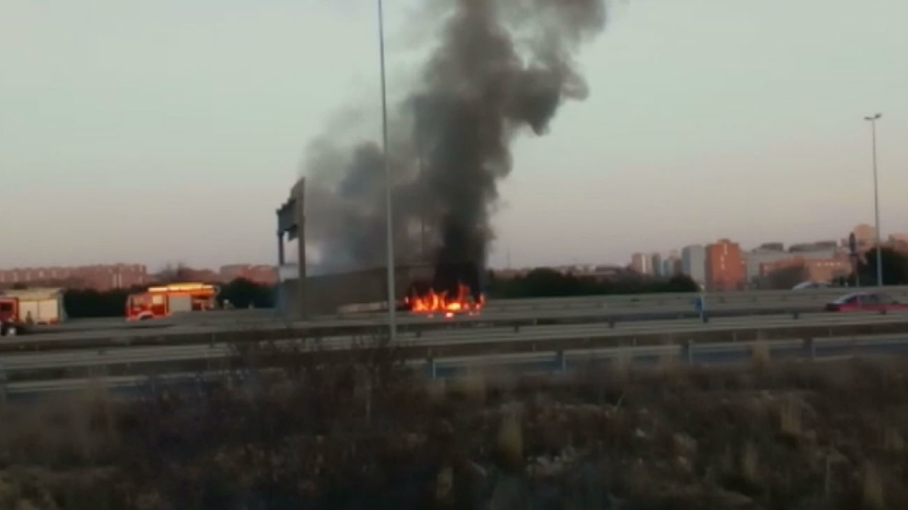 Arde un camión en la M-50 a la altura de Alcorcón