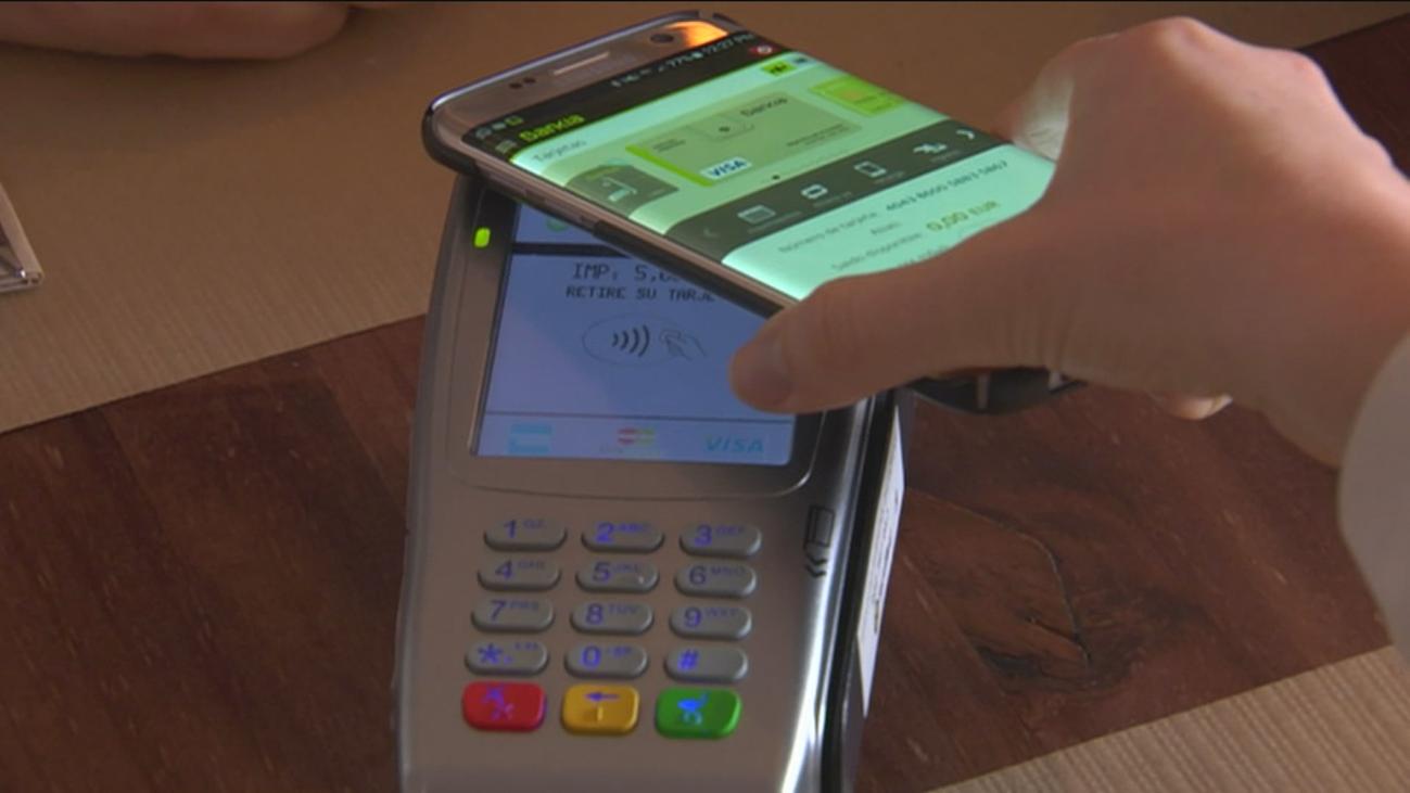 Las tarjetas bancarias y el riesgo de que desaparezcan