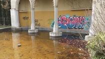 Ruina, desolación y okupas en el Paseo de la Gastronomía