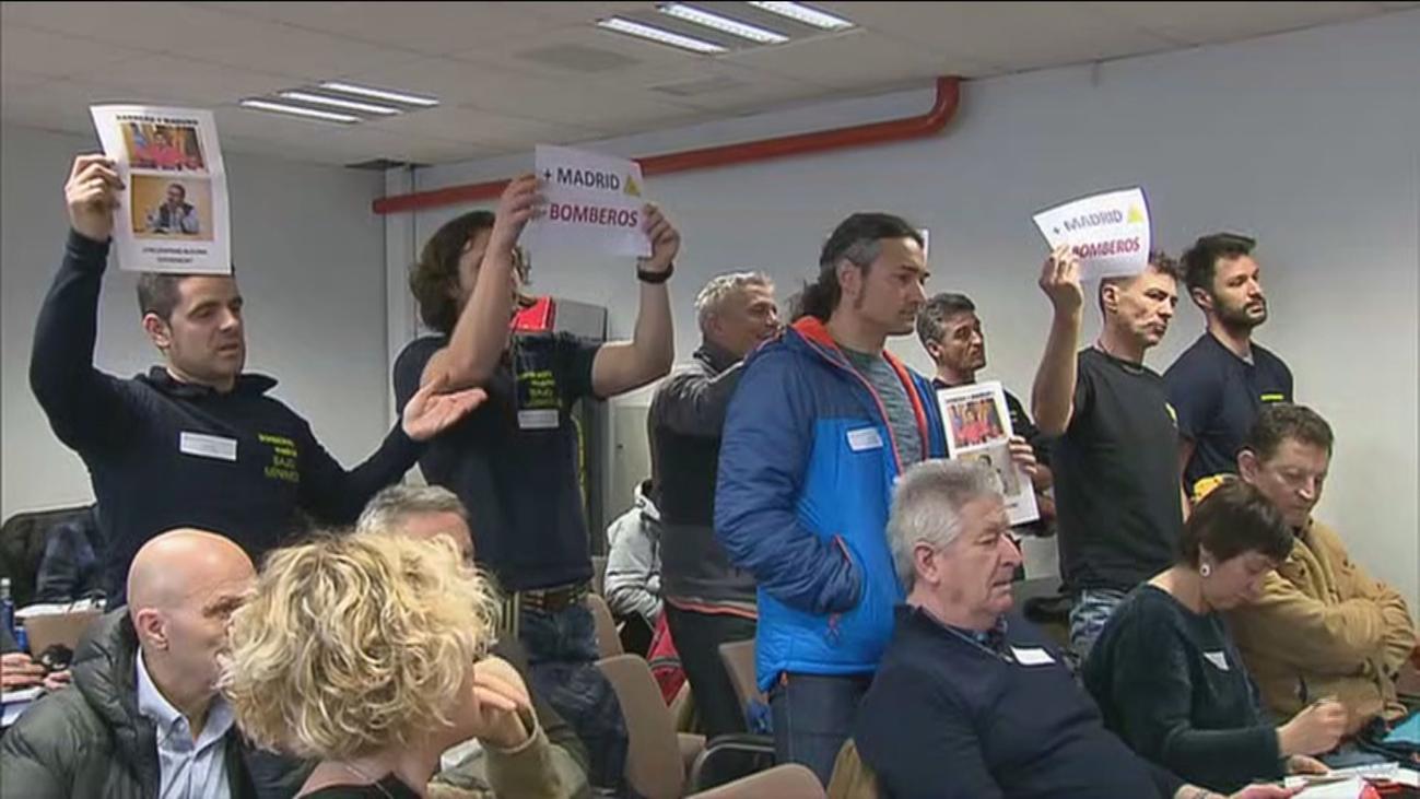 La oposición pide la dimisión de Javier Barbero por la crisis de los bomberos