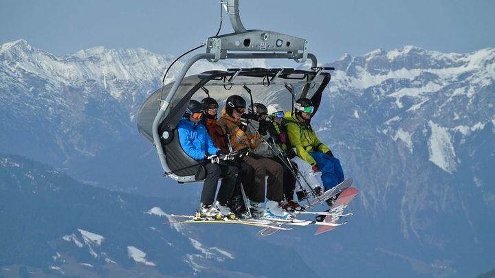 Valdesquí multiplica por diez su plantilla en la temporada de esquí