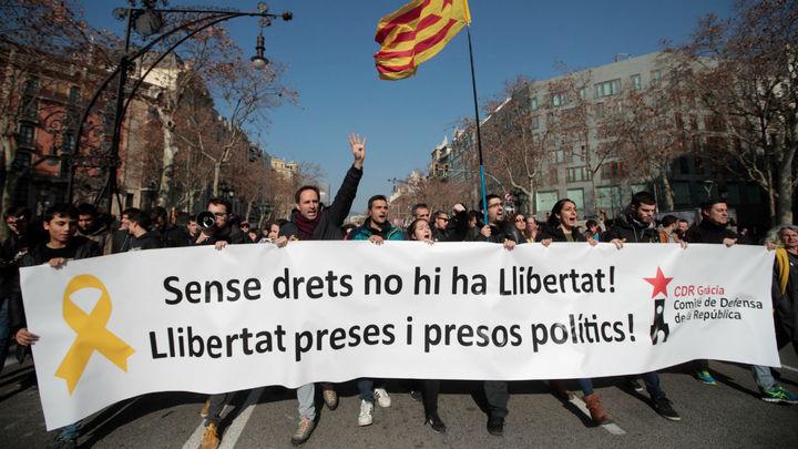 Dos detenidos y cortes de carreteras en las primeras horas de huelga en Cataluña