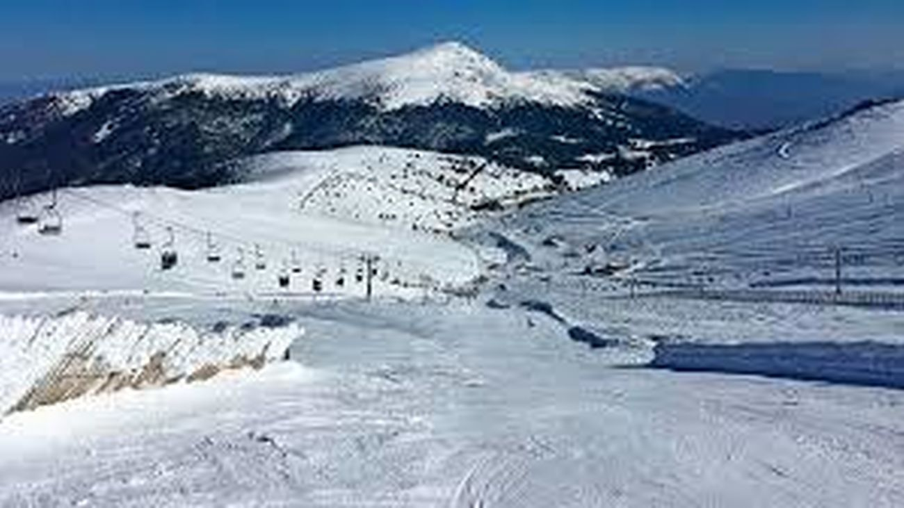 Valdesquí y Navacerrada abren más de 20 kilómetros de nieve esquiable