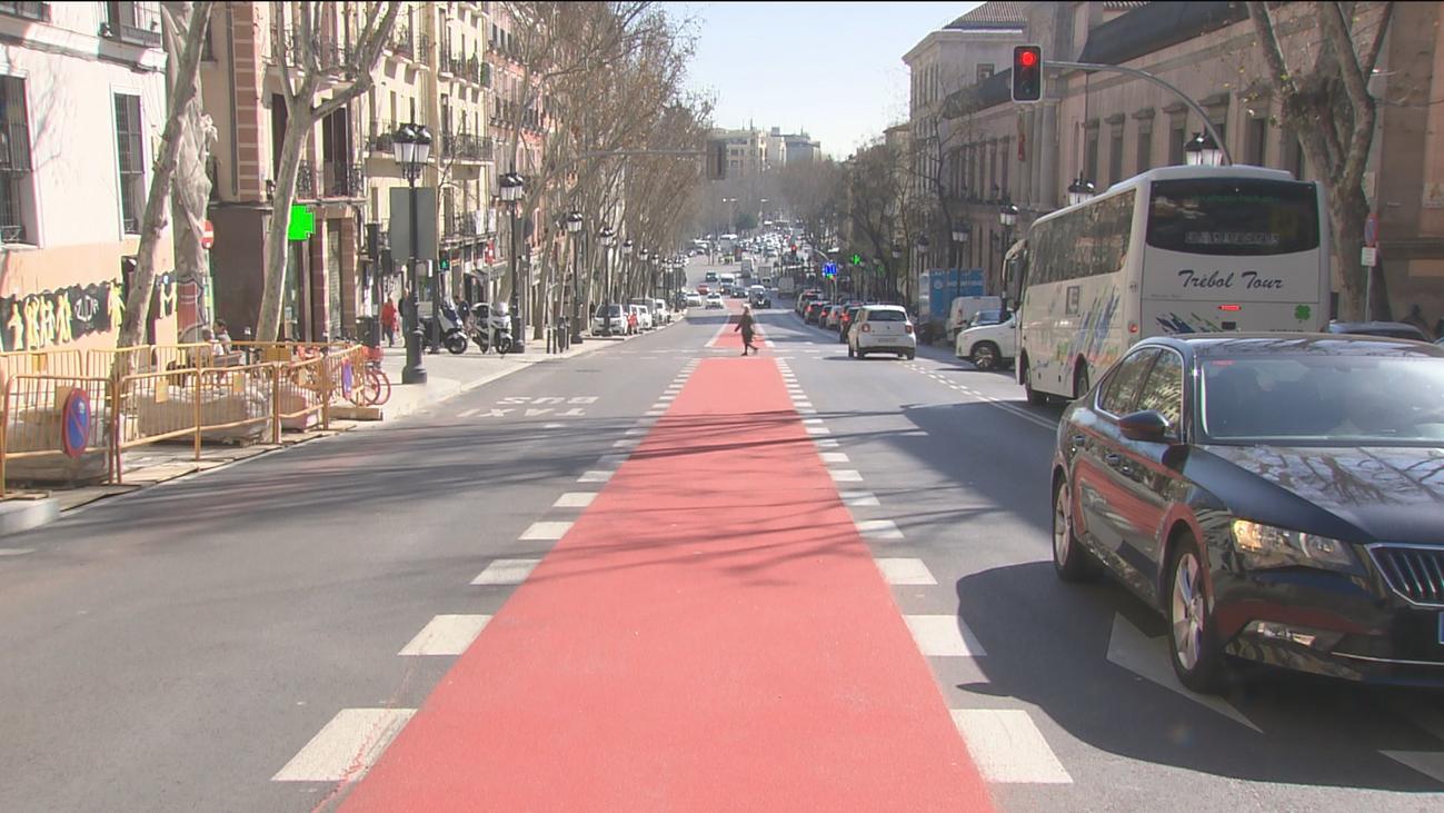 Lacalle Atocha luce ya su nueva imagen con más espacio para el peatón y las bicis