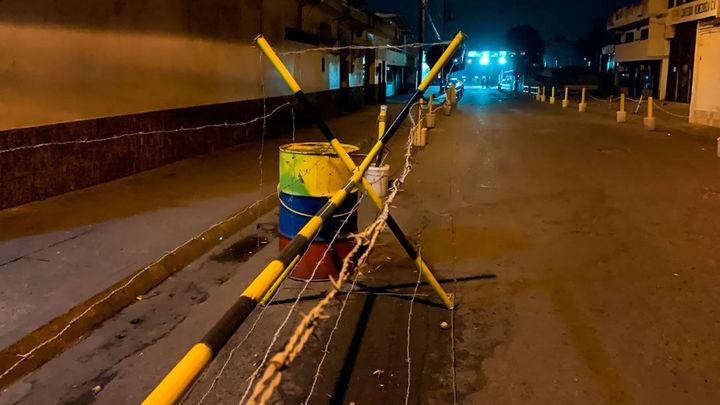 """Venezuela cierra de forma """"total"""" la frontera con Colombia"""