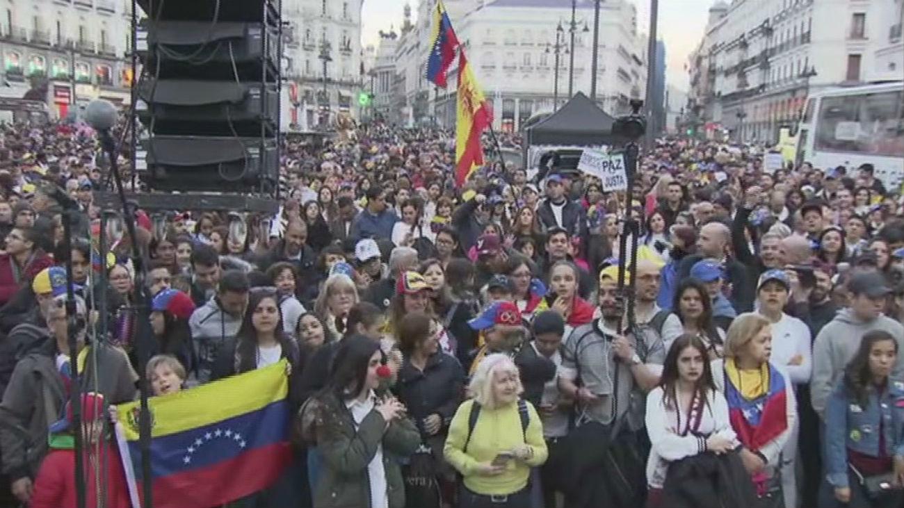 Miles de personas exigen a Maduro en Sol que permita la ayuda humanitaria