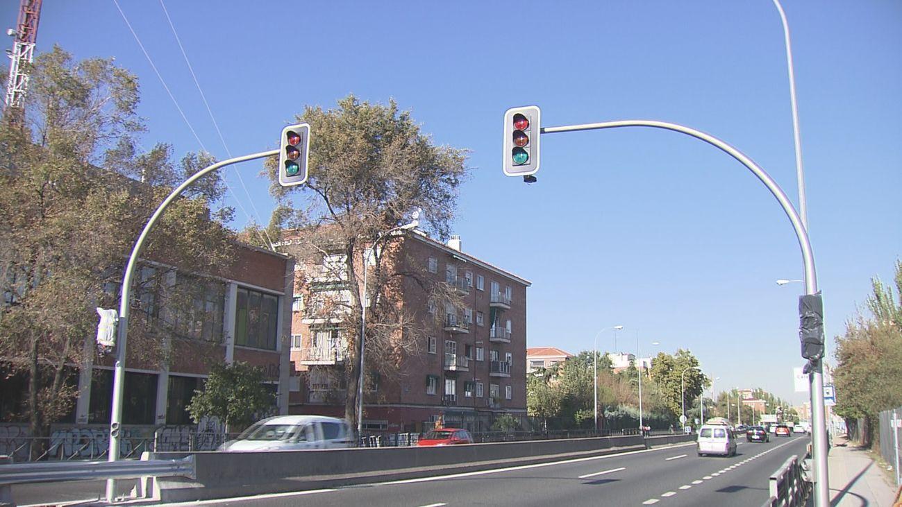 Instalación de semáforos en la A-5