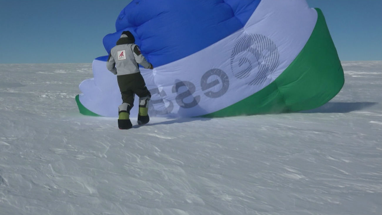 4 científicos españoles conquistan la Antártida en trineo de viento