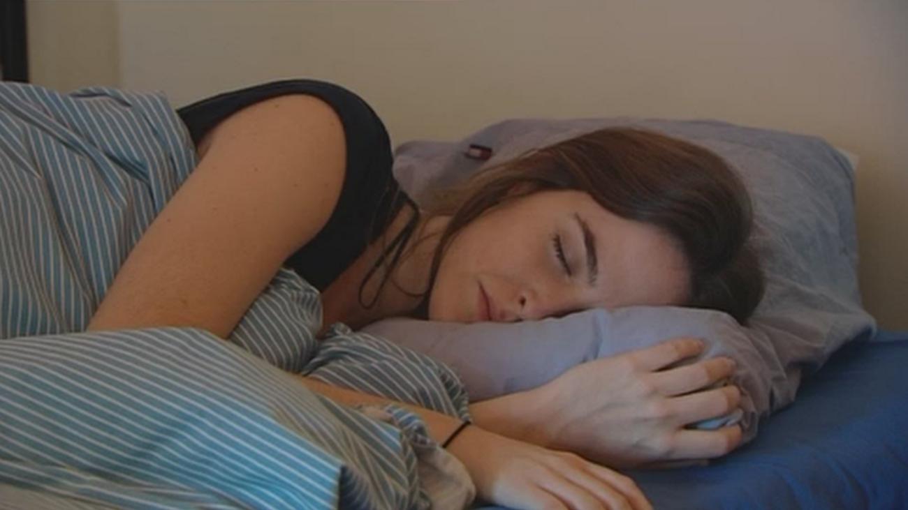 Se busca a un probador de almohadas por 1.200 euros al mes