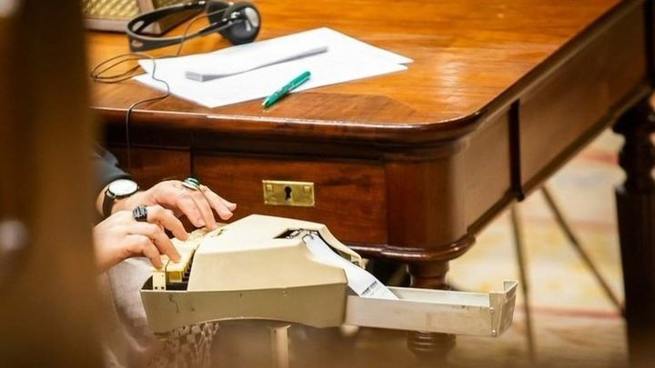 ¿Qué necesitas para trabajar como taquígrafo en el parlamento?