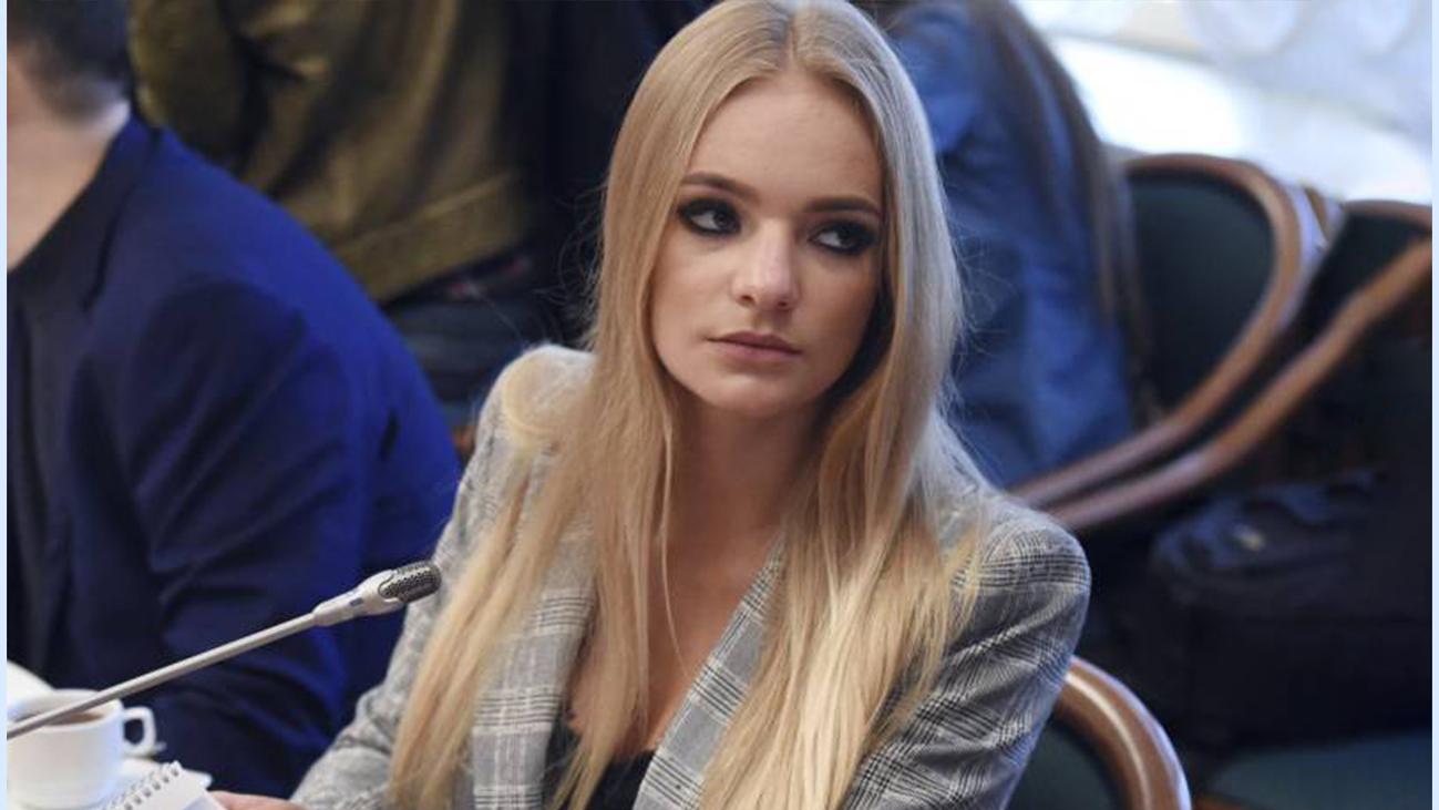 La becaria rusa que ha causado gran revuelo en el Parlamento Europeo