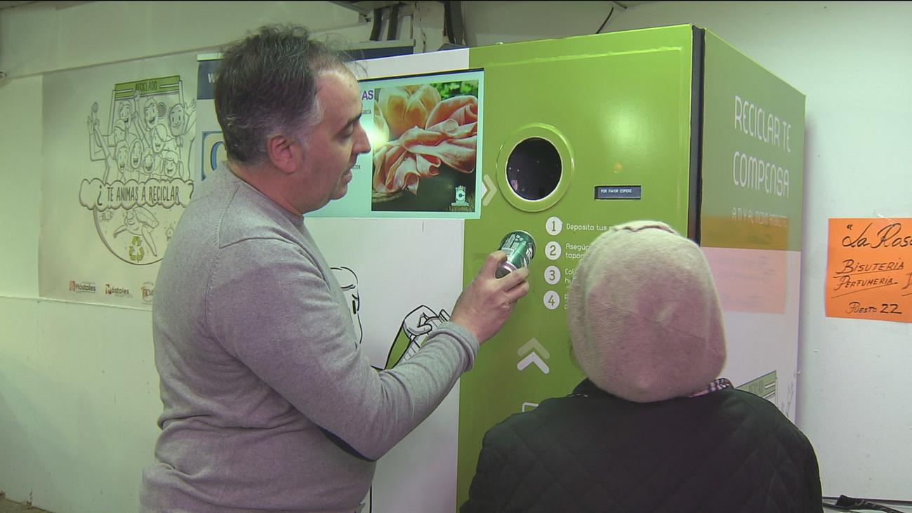 Móstoles premia con dinero el reciclaje de envases de plástico y latas