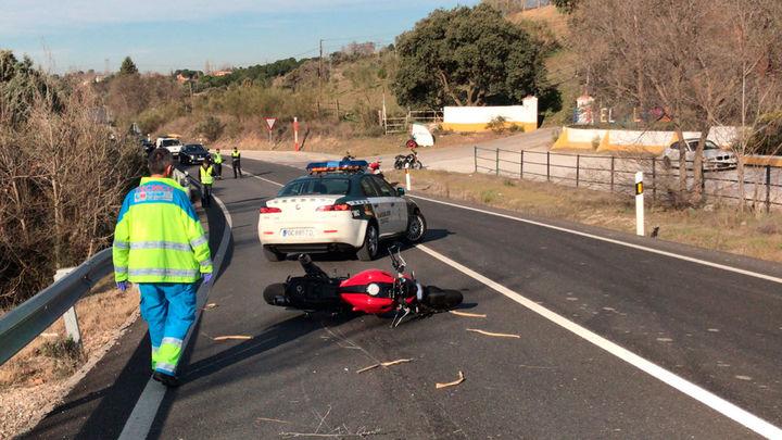 Muere un motorista al salirse de una curva en Brunete