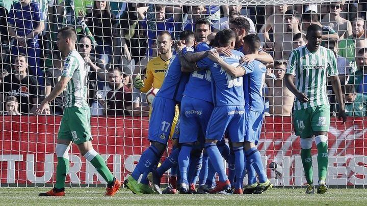 1-2. El Getafe defiende su sueño 'Champions' ante un Betis tocado