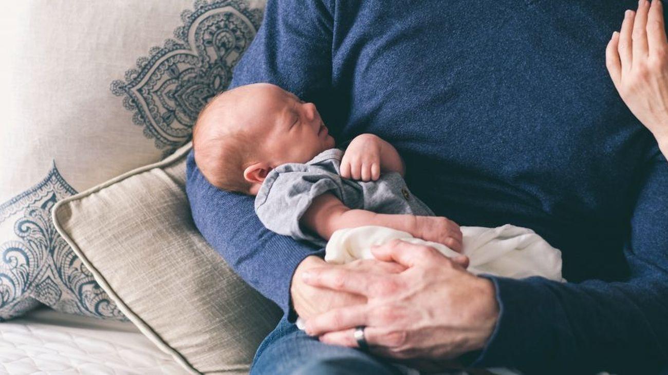 La ampliación del permiso de paternidad queda fuera de acuerdo presupuestario