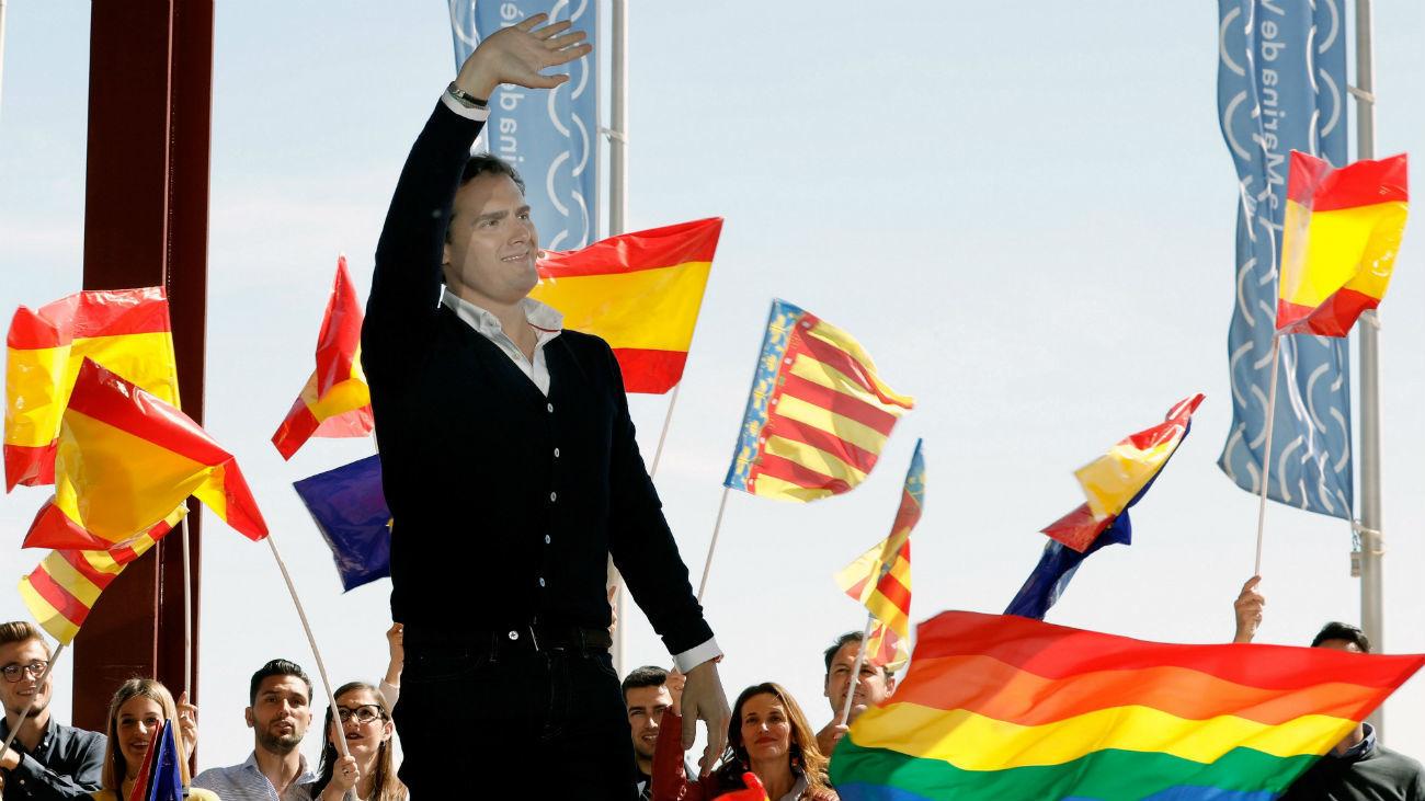 """El presidente de Ciudadanos, Albert Rivera, durante el """"Encuentro Ciudadano"""" en la Marina de Valencia"""