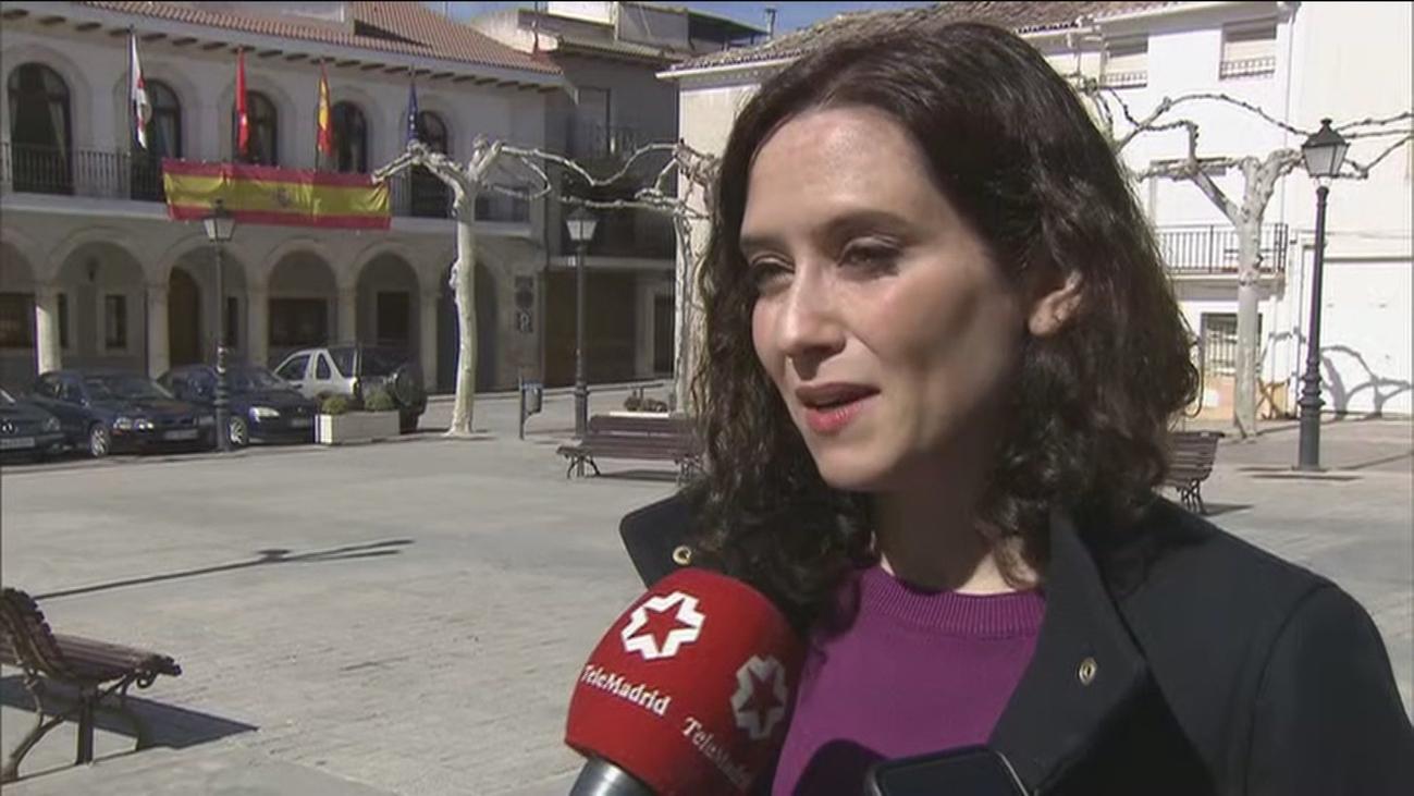 """Díaz Ayuso critica las pancartas """"ofensivas"""" contra Pablo Casado el 8-M"""