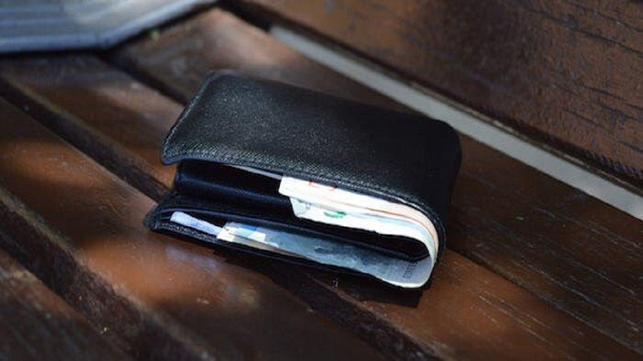 Una vecina de Alcorcón devuelve una cartera con 602 euros que había encontrado