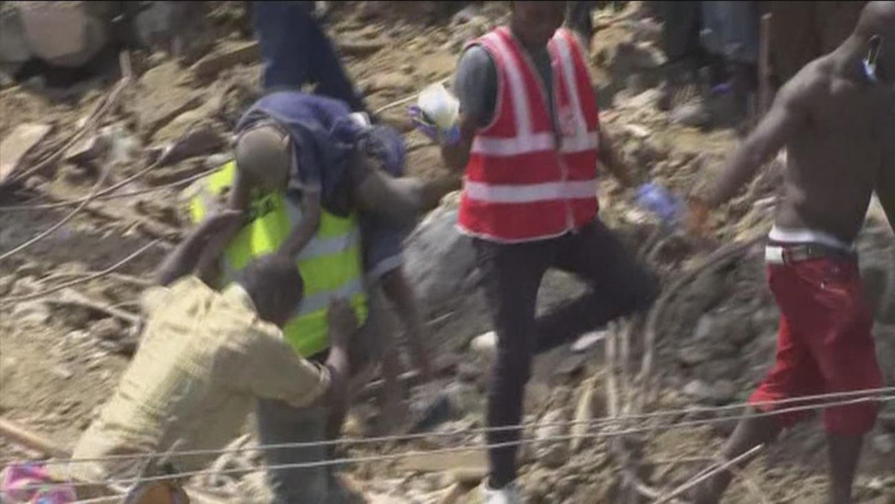 Al menos 12 muertos, la mayoría niños, por el derrumbe de una escuela en Nigeria