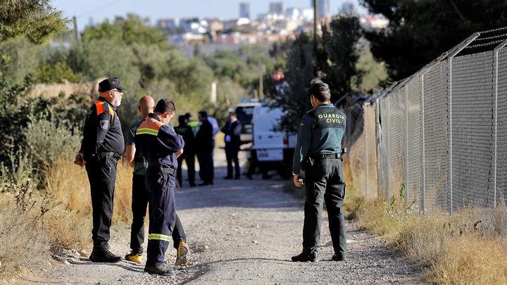 La Guardia Civil durante la búsqueda de los niños desaparecidos en Godella (Valencia)