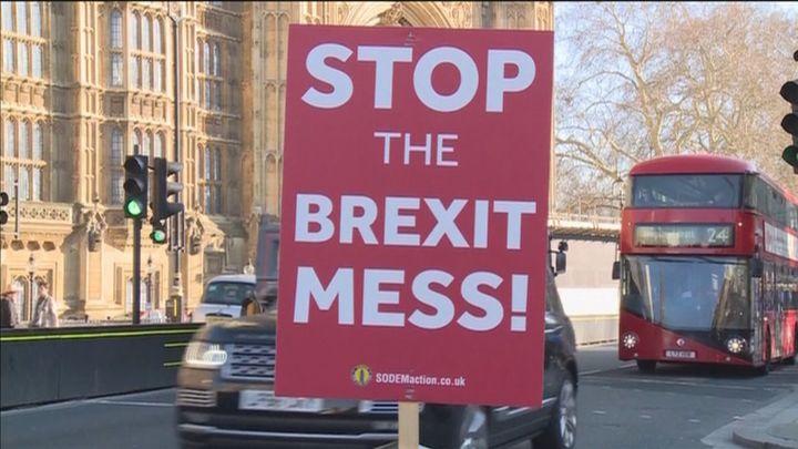 El Parlamento británico rechaza un segundo referéndum del brexit