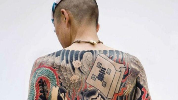 Los tatuadores alertan del riesgo de hacerse tatuajes caseros y de precios baratos